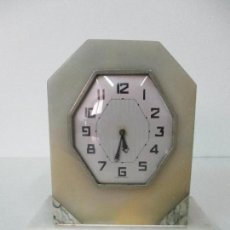 Relojes de carga manual: ANTIGUO RELOJ DE SOBREMESA - ESTILO ART DECO - MÁRMOL - MADE IN FRANCE - FUNCIONA - AÑOS 50. Lote 87153788