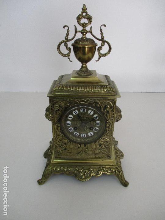 Relojes de carga manual: Antiguo Reloj de Sobremesa - con Guarnición Candelabros - Bronce - Napoleón III - Completo -Funciona - Foto 3 - 87195416