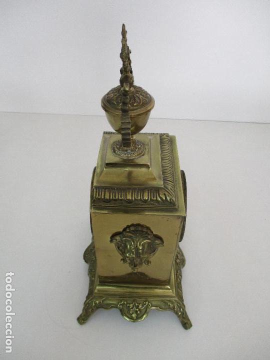 Relojes de carga manual: Antiguo Reloj de Sobremesa - con Guarnición Candelabros - Bronce - Napoleón III - Completo -Funciona - Foto 6 - 87195416
