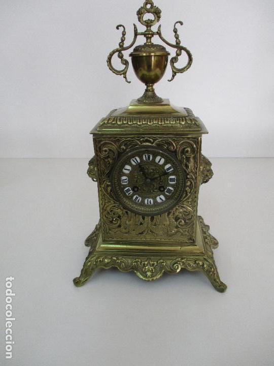 Relojes de carga manual: Antiguo Reloj de Sobremesa - con Guarnición Candelabros - Bronce - Napoleón III - Completo -Funciona - Foto 8 - 87195416