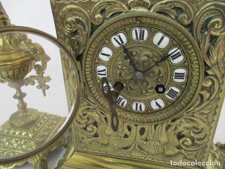Relojes de carga manual: Antiguo Reloj de Sobremesa - con Guarnición Candelabros - Bronce - Napoleón III - Completo -Funciona - Foto 9 - 87195416