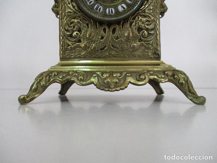 Relojes de carga manual: Antiguo Reloj de Sobremesa - con Guarnición Candelabros - Bronce - Napoleón III - Completo -Funciona - Foto 15 - 87195416