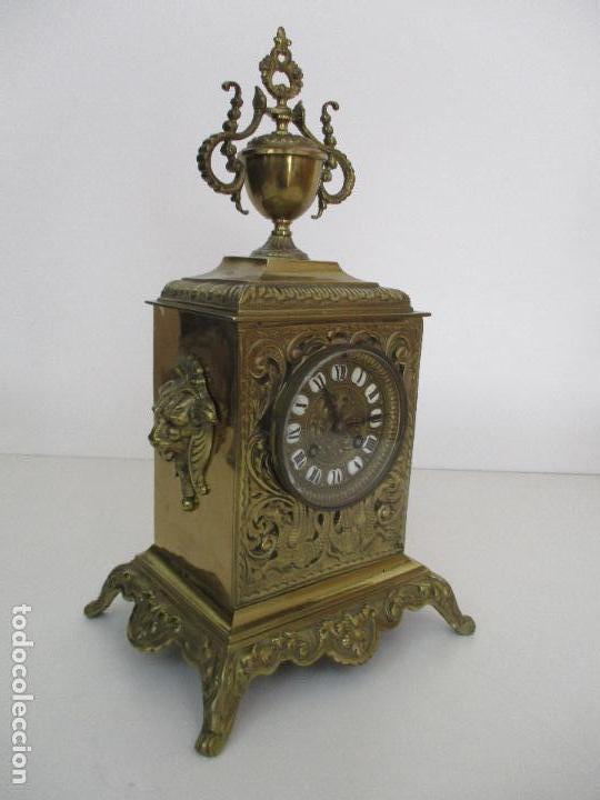 Relojes de carga manual: Antiguo Reloj de Sobremesa - con Guarnición Candelabros - Bronce - Napoleón III - Completo -Funciona - Foto 30 - 87195416