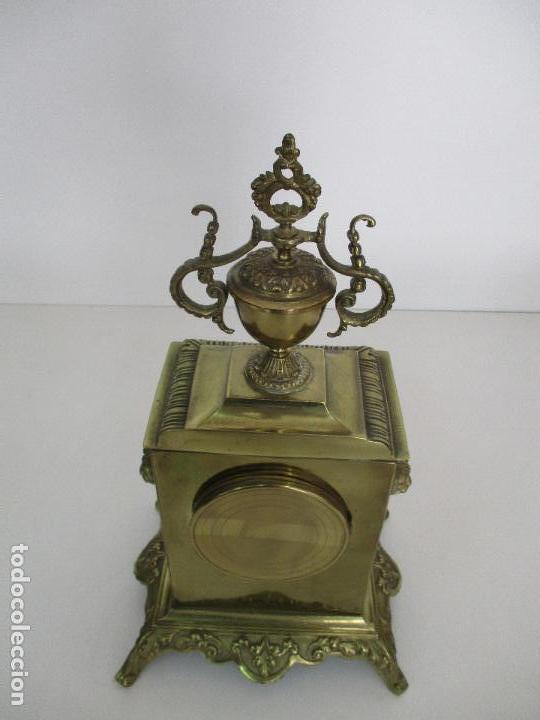 Relojes de carga manual: Antiguo Reloj de Sobremesa - con Guarnición Candelabros - Bronce - Napoleón III - Completo -Funciona - Foto 32 - 87195416