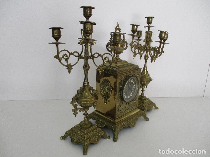 Relojes de carga manual: Antiguo Reloj de Sobremesa - con Guarnición Candelabros - Bronce - Napoleón III - Completo -Funciona - Foto 35 - 87195416