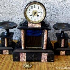 Relojes de carga manual: GUARNICION DE MARMOL - RELOJ CON COPAS MÁRMOL A DOS COLORES - ESFERA ESMALTADA CON ADORNOS DE LATÓN. Lote 88736212