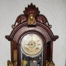 Relojes de carga manual: ANTIGUO RELOJ DE CUERDA. DE SOBREMESA. CON ANGELITOS. INCLUYE LA LLAVE.. Lote 90555965
