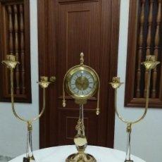 Relojes de carga manual: ORIGINAL CONJUNTO RELOJ Y CANDELABROS, CRISTAL MURANO Y METAL CHAPADO EN ORO. SIN ESTRENAR.. Lote 90787725