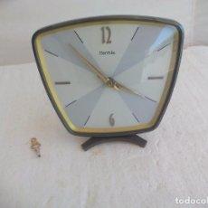 Relojes de carga manual: RELOJ DE SOBREMESA ALEMÁN A CUERDA, MARCA HERMLE. RETRO VINTAGE WATCH. FUNCIONANDO. Lote 92026605