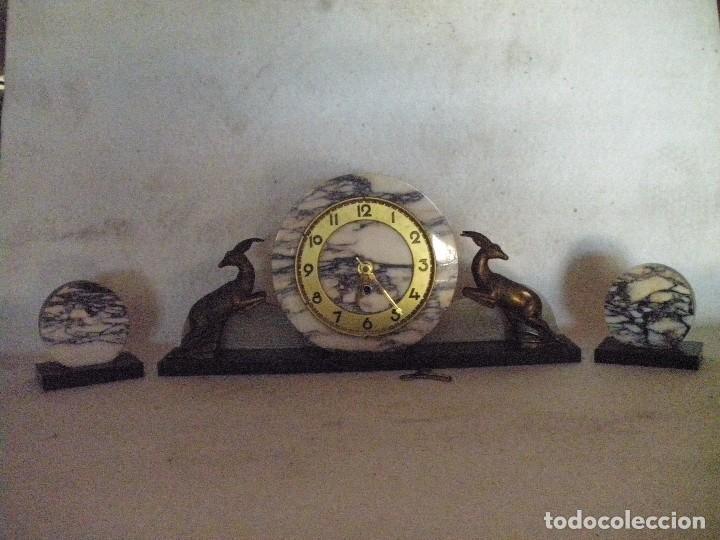 RELOJ ART DECO CON GUARNICION. (Relojes - Sobremesa Carga Manual)