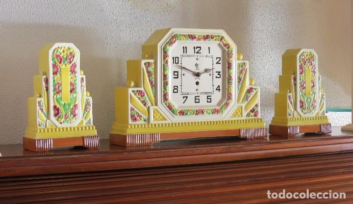 RELOJ SOBREMESA ARTDECO CON GUARNICIÓN PORCELANA (Relojes - Sobremesa Carga Manual)