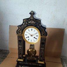 Relojes de carga manual: IMPORTANTE RELOJ PÓRTICO RARÍSIMO DETALLES DE LATONES Y NACAR BUEN ESTADO PARA COLECION UNICO. Lote 95687115