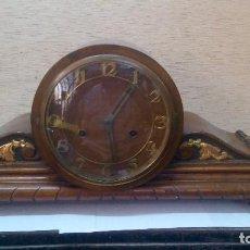Relojes de carga manual: RELOJ ANTIGUO DE MADERA EN FUNCIONAMIENTO. Lote 96076747