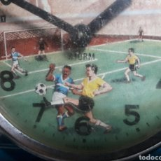 Relojes de carga manual: RELOJ ANTIGUO CUERDA MOVIMIENTO FUTBOL BRAZIL BRASIL 11CM ALARMA NO FUNCIONA RAREZA UNICO. Lote 96724503