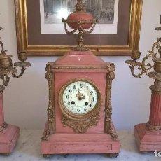 Relojes de carga manual: RELOJ SOBREMESA CON GUARNICIÓN. Lote 99335503