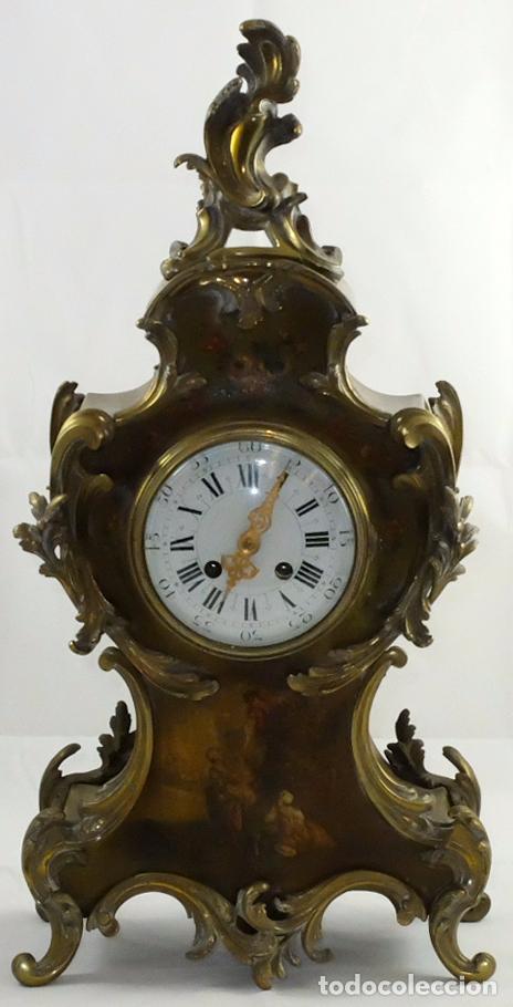 ANTIGUO RELOJ ROCOCO FRANCES. MADERA PINTADA A MANO Y BRONCE DORADO. SIGLO XIX. (Relojes - Sobremesa Carga Manual)