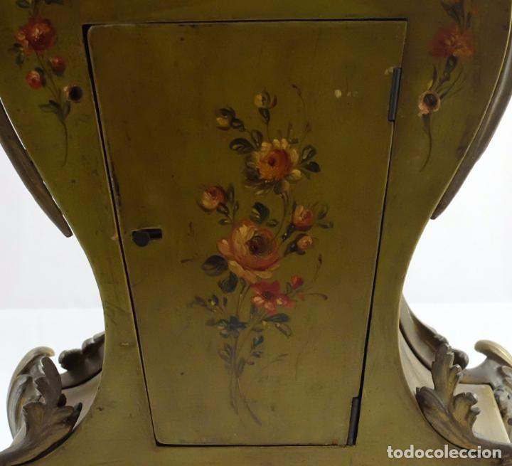 Relojes de carga manual: ANTIGUO RELOJ ROCOCO FRANCES. MADERA PINTADA A MANO Y BRONCE DORADO. SIGLO XIX. - Foto 8 - 99737691