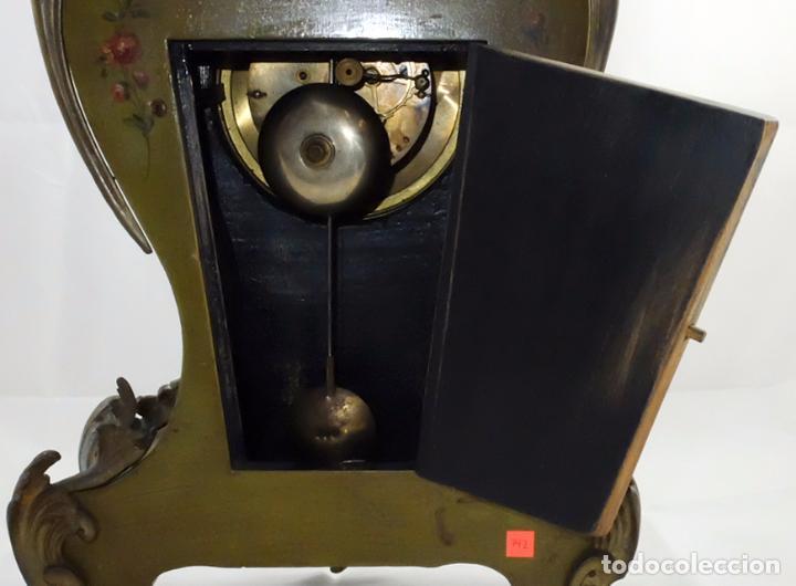 Relojes de carga manual: ANTIGUO RELOJ ROCOCO FRANCES. MADERA PINTADA A MANO Y BRONCE DORADO. SIGLO XIX. - Foto 14 - 99737691