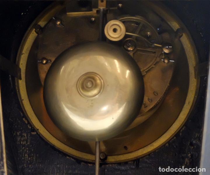 Relojes de carga manual: ANTIGUO RELOJ ROCOCO FRANCES. MADERA PINTADA A MANO Y BRONCE DORADO. SIGLO XIX. - Foto 15 - 99737691