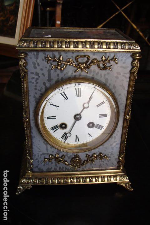 RELOJ DE BRONCE Y ESMALTES - SIGLO XIX (Relojes - Sobremesa Carga Manual)