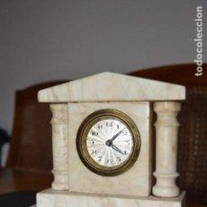 Relojes de carga manual: PEQUEÑO Y ANTIGUO RELOJ DE MÁRMOL, HACIA 1900, FUNCIONANDO, ORIGINAL.. Lote 100384567