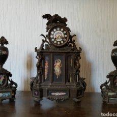 Relojes de carga manual: ANTIGUO RELOJ SOBREMESA CON GUARNICIÓN.. Lote 100397634