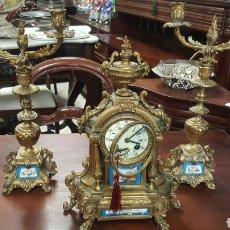 Relojes de carga manual: RELOJ GUARNICION EN CALAMIMA DORADA. PORCELANA SVERES. Lote 100572787