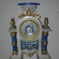 Relojes de carga manual: RELOJ DE ALBASTRO Y PIEDRA PRECIOSA Y BRONCE FRANCES XIX. Lote 102334886