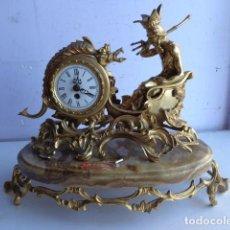 Relojes de carga manual: ANTIGUO E IMPORTANTE RELOJ DE GRUESO Y REPUJADO BRONCE A CUERDA, TOTALMENTE COMPLETO Y FUNCIONANDO P. Lote 102668671