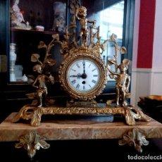 Relojes de carga manual: RELOJ DE SOBREMESA CON QUERUBINES Y BASE DE MARMOL.. Lote 103892887