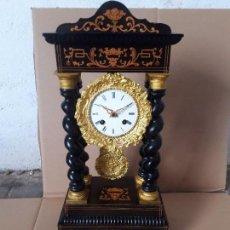 Relojes de carga manual: RELOJ PÓRTICO ANTIGUO CASI A ESTRENAR DETALLES MARQUTERIA DE LIMONCILLO BRONCE AL MERCURIO FUNCIONA . Lote 104298803