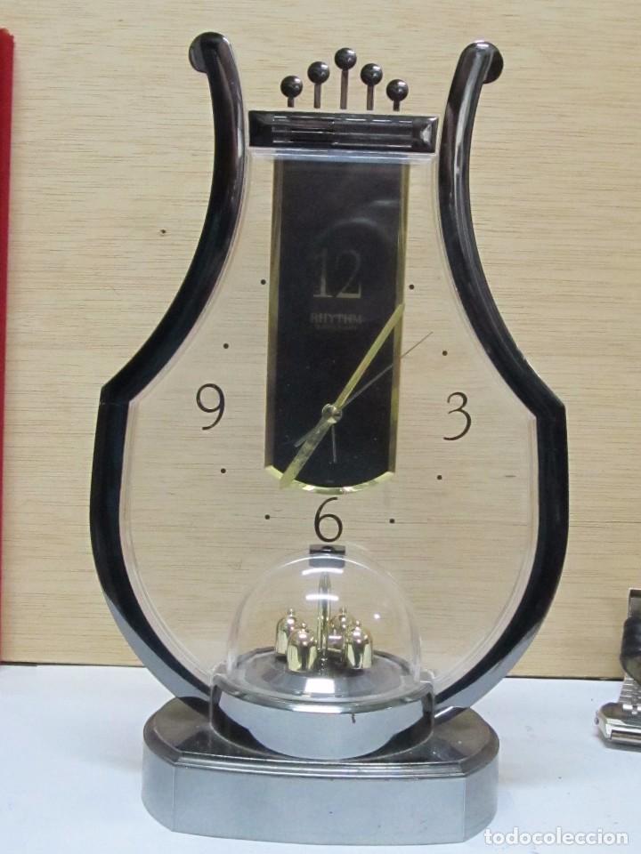 RELOJ DE SOBREMESA RHYTHM DE CUARZO (Relojes - Sobremesa Carga Manual)