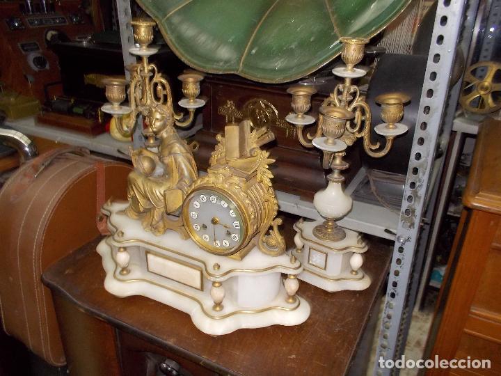 RELOJ DE SOBREMESA CON CANDELABROS (Relojes - Sobremesa Carga Manual)