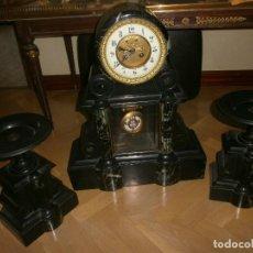 Relojes de carga manual: RELOJ PARISINO DE BRONCE Y MÁRMOL NEGRO Y VERDE, ESCAPE VISTO + GUARNICIÓN (X2). Lote 105008783