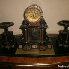Relojes de carga manual: RELOJ MÁRMOL BICOLOR ESCAPE VISTO Y PÉNDULO DE MERCURIO + GUARNICIÓN (X2). Lote 105009103