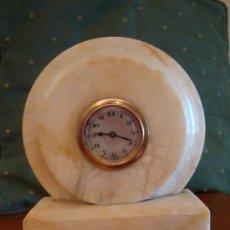 Relojes de carga manual: RELOJ ART DECO A CUERDA, FUNCIONA. MARMOL ALABASTRO . MODERNISTA, SOBREMESA. Lote 176186930
