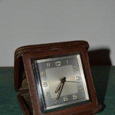 Relojes de carga manual: ANTIGUO Y RARO RELOJ DE VIAJE ART DECÓ, ALARMA, PIEL, FUNCIONANDO.. Lote 109866463