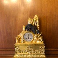 Relojes de carga manual: PRECIOSO RELOJ SOBREMESA BRONCE DORADO AL MERCURIO Y PAVONADO. Lote 110246003