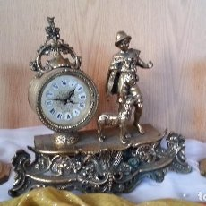 Relojes de carga manual: RELOJ DE SOBRE-MESA EN BRONCE + PAREJA DE CANDELABROS A JUEGO. Lote 110493315