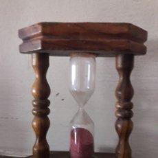Relojes de carga manual: RELOJ DE ARENA ESTRUCTURA DE MADERA / MIDE 7'5 CMS. X 9'5 ALTO.. Lote 111102967