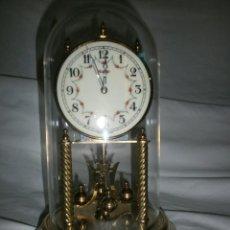 Relojes de carga manual: RELOJ DE SOBREMESA PENDULO DE BOLAS KUNDO CUPULA DE CRISTAL. Lote 194600620