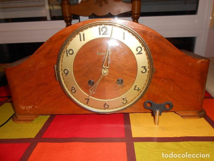 RELOJ DE SOBREMESA TRUMPF. FUNCIONA. (Relojes - Sobremesa Carga Manual)