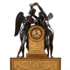 Relojes de carga manual: GRAN RELOJ DE SOBREMESA FRANCÉS IMPERIO EN BRONCE DORADO Y PAVONADO SIGLO XIX. Lote 116110239
