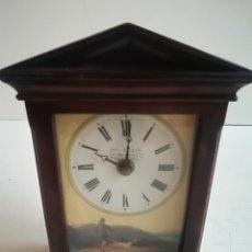 Relojes de carga manual: PEQUEÑO RELOJ DE CAPILLA A PILAS, FIRMADO - EWL.DILLON-. Lote 116439919