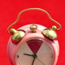 Relojes de carga manual: BONITO RELOJ DE CARGA MANUAL EN MINIATURA EN FORMA DE ANTIGUO DESPERTADOR FUNCIONANDO. Lote 57574333