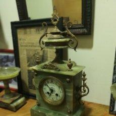 Relojes de carga manual: RELOJ DE ONIX, CON ADORNOS DE BRONCE.. Lote 118303962