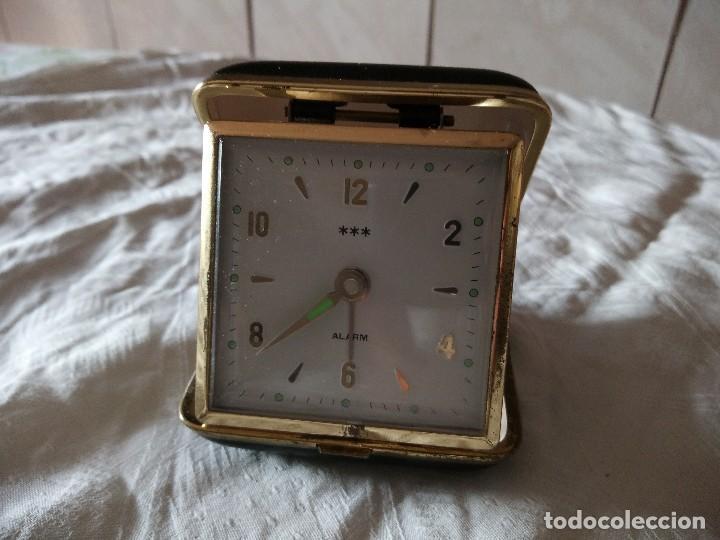 ANTIGUO RELOJ DESPERTADOR DE SOBREMESA CARGA MANUAL , POKET. (Relojes - Sobremesa Carga Manual)