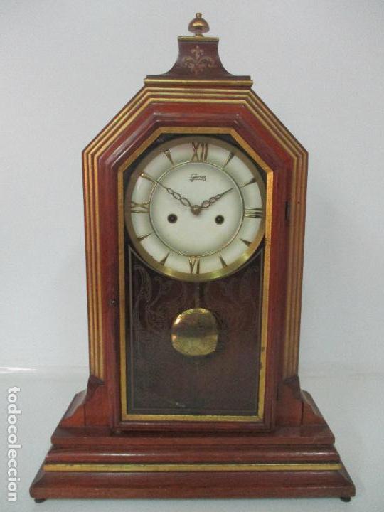 BONITO RELOJ DE SOBREMESA, CARGA MANUAL - MARCA GEIDES - MADERA DE ROBLE - COMPLETO - FUNCIONA (Relojes - Sobremesa Carga Manual)