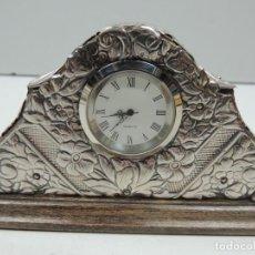 Relojes de carga manual: ANTIGUO RELOJ SOBREMESA BONITOS DETALLE ATRESANAL EXCELENTE PIEZA DE DECORACIÓN. Lote 126590394