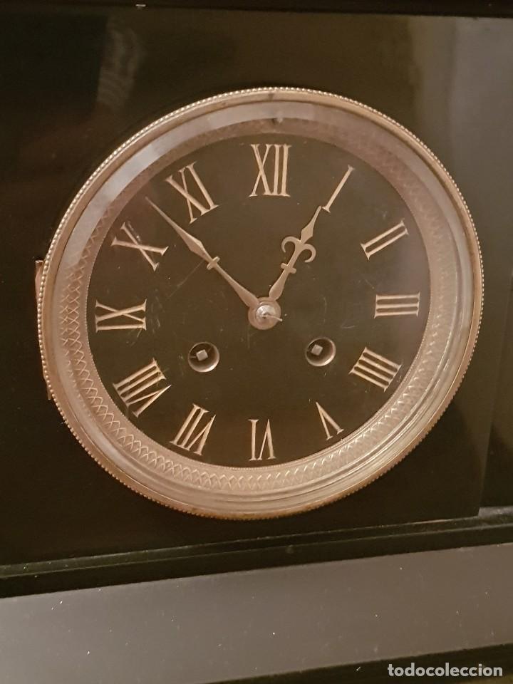 Relojes de carga manual: Reloj de chimenea francés 1875. Mármol negro y bronce con escultura del Moisés de Miguel Ángel - Foto 2 - 119310307